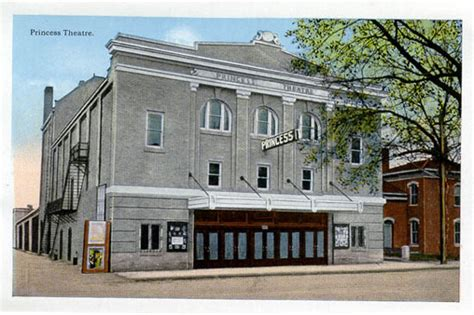 fort dodge iowa theater fort 8 theatre fort dodge ia 2018 dodge reviews