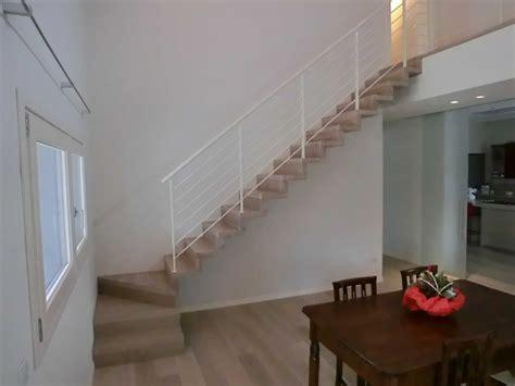 scala in legno per interni sospesa