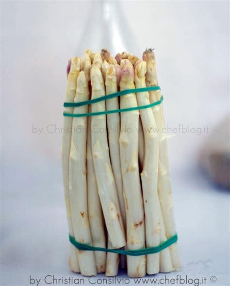 come posso cucinare gli asparagi come preparare gli asparagi e pelarli correttamente