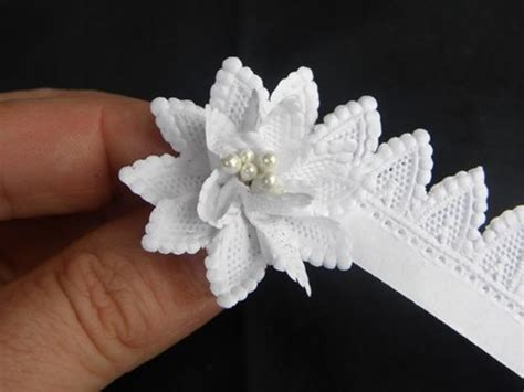 Paper Ribbon Flower - 15 creative ways to use ribbon with tutorials