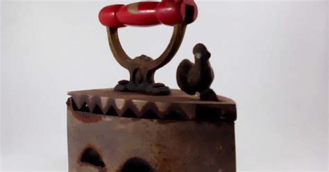 Barang Antik Setrika Ayam Jago setrika arang ayam jago museum barang antik