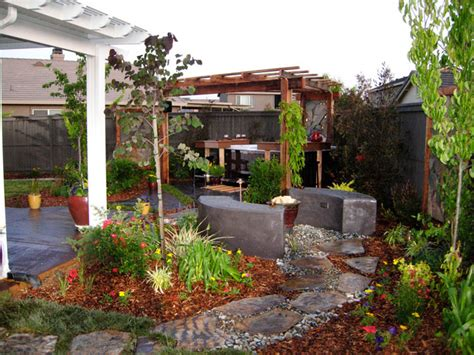 Diy Small Backyard Ideas Back Yard Landscaping Ideas On A Budget Small Backyard