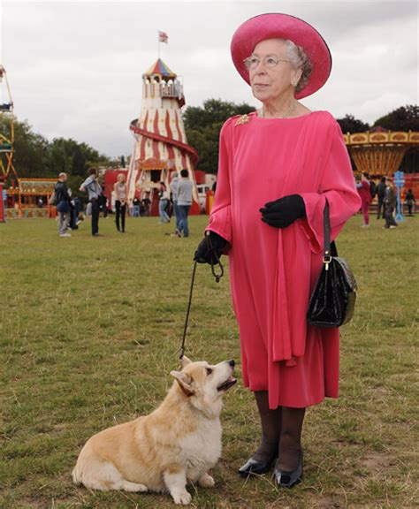 queen elizabeth s dog this queen elizabeth ii look alike knows that the perfect