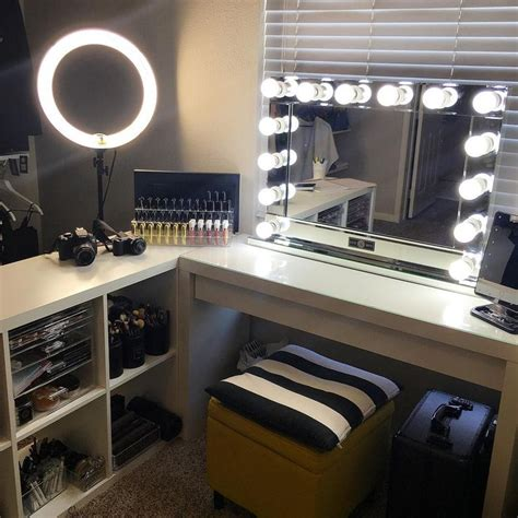 Simple Vanity Table 25 Best Ideas About Room Tour On Pinterest Serendipity Bedroom Workspace And Small Workspace