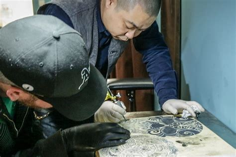 tattoo apprenticeship process foreign disciples flock to shanghai tattoo master