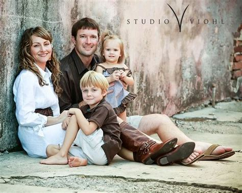 family of 4 photo ideas 25 best ideas about family portraits on pinterest