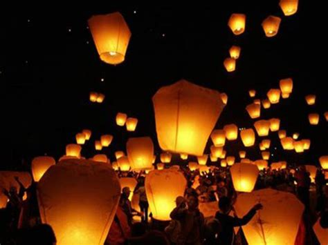 lanterne volanti roma lanterne quot nella notte lascio accese lanterne a mostrarti