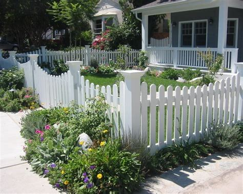 Picket Fence Garden Ideas White Picket Fence With Decorative Corner Posts White