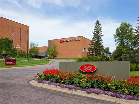 hospitals in plymouth mn restaurants near minneapolis west crowne plaza