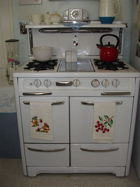 antique kitchen appliances 25 best ideas about old stove on pinterest vintage appliances antique kitchen stoves and