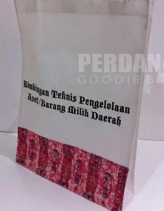 Kain Kanvas Corak Topi tas seminar batik bukti eksistensi batik tas souvenir