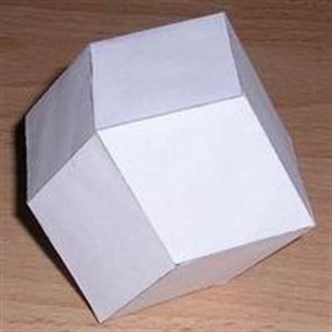 Rhombic Dodecahedron Origami - modelo de papel de un decaedro trapezoedro pentagonal