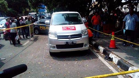 Tv Di Mobil parade foto olah tkp ledakan bom molotov di bawah mobil tv one tribunnews