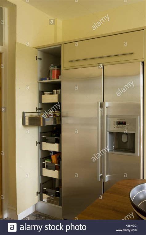 alacena junto al refrigerador alacenas de cocina modernas simple de cocina muebles de