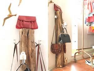 taschen garderobe garderoben zaunpfahl f 252 r taschen jacken co upcycling