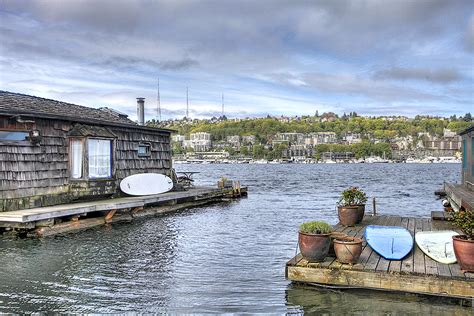 houseboat rental seattle vrbo 1000 images about awesome floating homes on pinterest