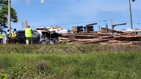 truck macon ga log truck flips in macon crashes into vehicle wgxa