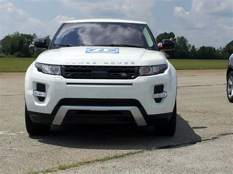 new land rover evoque 2014 range rover evoque driving the new nine speed automatic