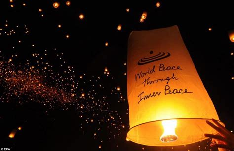 sky lantern quotes spectacular images thousands of students release lanterns