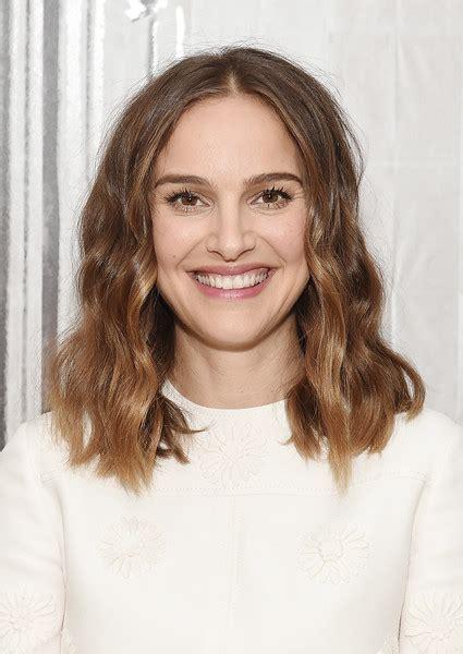 Natalie Portman Hairstyles by Natalie Portman Medium Wavy Cut Newest Looks Stylebistro