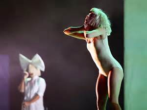 Maddie Ziegler Sia Chandelier Meet The With Sia At The Apple Event Maddie