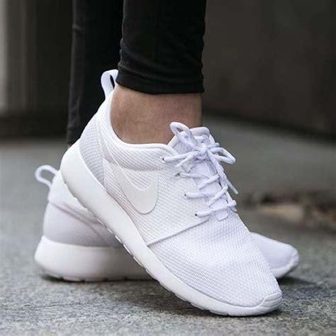 all white sneaker best shoes on white nike roshe and roshe