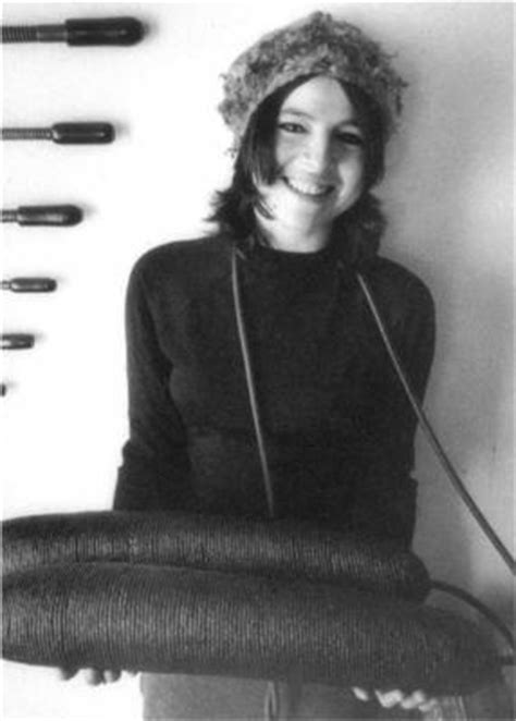 Eva Hesse - 34 paintings, sculptures and installations