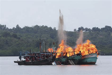 sinking fishing boat gif indonesia sinks 23 vietnamese malaysian fishing vessels