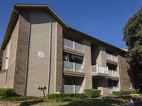 Apartment Communities In Dallas Tx Landmark At Rosewood Apartment Homes Rentals Dallas Tx