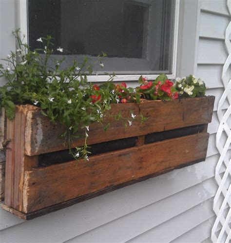 Window Box Planters Diy by Diy Pallet Window Box Planter Yard Deco