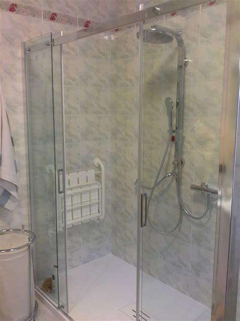 bagno con box doccia soffione doccia 80x80 con led