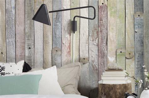 slaapkamer met hout behang behangpapier in de slaapkamer tips en inspiratie