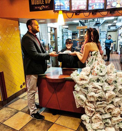 couple wedding photos at taco bell video this woman made a wedding dress entirely out of taco bell