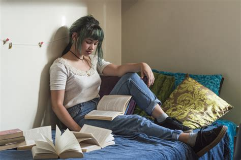 studying in bed girl studying on bed photo free download
