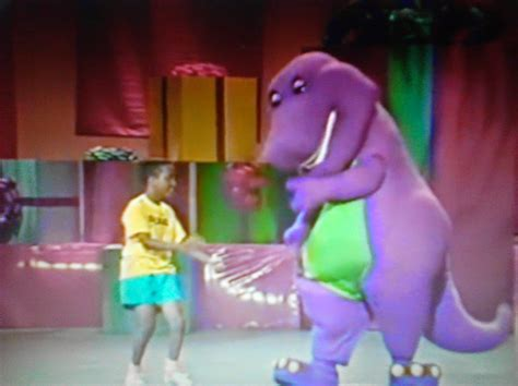 barney backyard gang concert barney in concert pictures to pin on pinterest thepinsta
