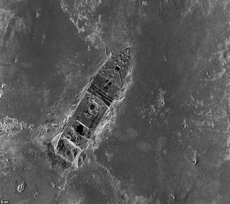 pictures of the titanic sinking titanic wreckage new sonar images cruisemiss cruise blog