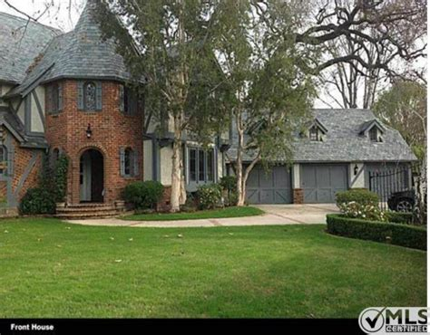 celebrity house hunting do they really buy a very brady bunch house to buy christopher knight
