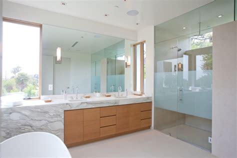 carrara marmorfliesen badezimmer marmor im bad vor und nachteile der marmorfliesen