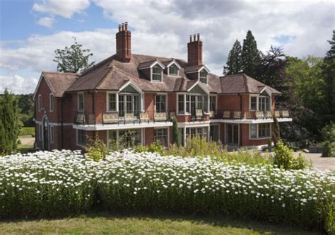 tom cruise mansion tom cruise puts london mansion on the market for 7 8