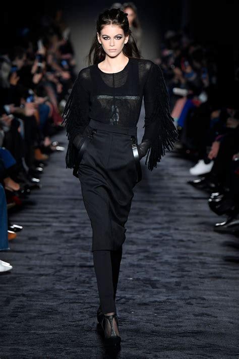 kaia gerber versace walk kaia gerber supermodel runway walk max mara fashion show