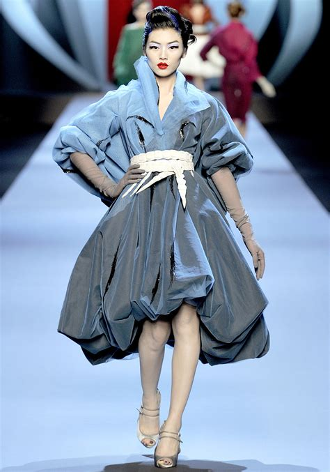 spring 2011 couture fashion shows style christian dior spring 2011 haute couture show pays tribute