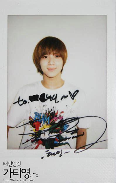 Kaos Shinee Shinee Signature 1 taemin polaroid signature photo shinee shawols sg