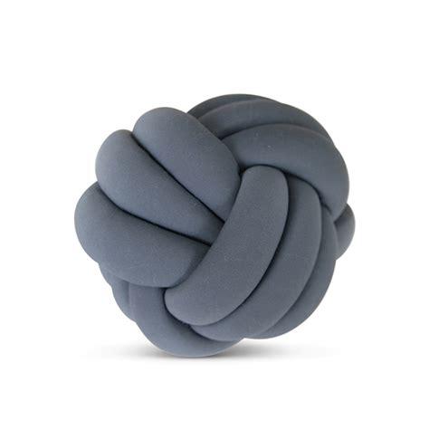 coussin chambre enfant coussin knotball gris cozykidz pour chambre enfant les