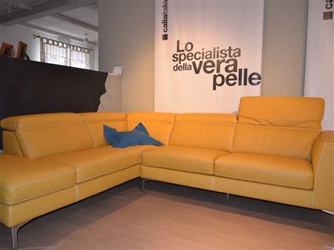 divani angolari in pelle in offerta divano in pelle colore senape angolare in offerta divani