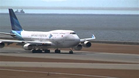 airasia vs citilink garuda indonesia boeing 747 400 landing take off at