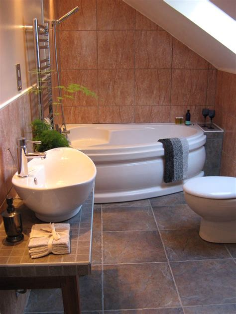 Corner Bath Tubs Are Big In Small Spaces Corner Tub Bathroom Ideas