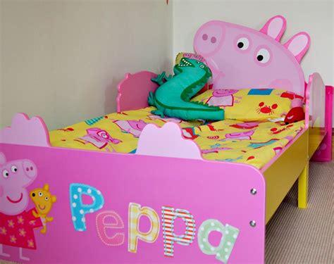 a peppa pig themed bedroom model mummy
