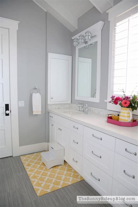 bathroom colors with white cabinets 1000 ideas about gray quartz countertops on pinterest