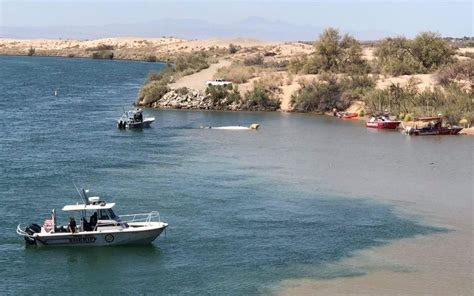 boat crash topock az families begin to identify boating victims as the search