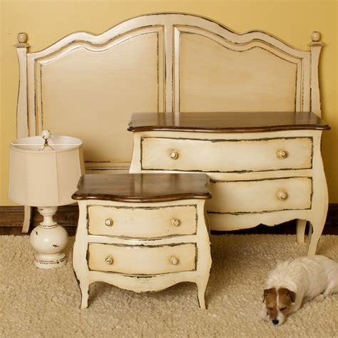 Vintage Look Bedroom Furniture Antique White Dresser Bedroom Furniture Roselawnlutheran